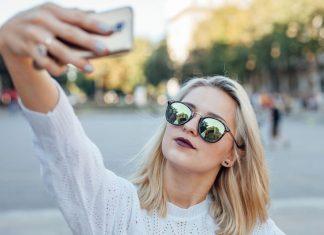 Cara Mengatasi Kamera Depan Terbalik